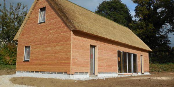Maison ossature bois, couverture en chaume