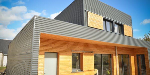 Maison ossature bois , bardage Douglas et bacs acier